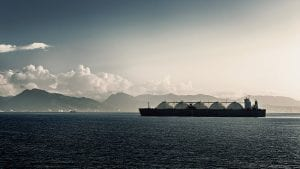 Liquefied natural gas lng carrier ship with five tanks - optimised hydrogen